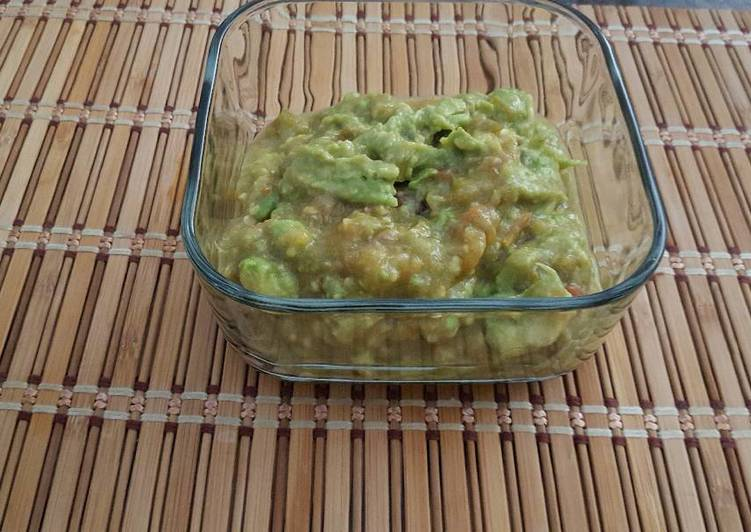 Guacamole con salsa de jitomates cocidos