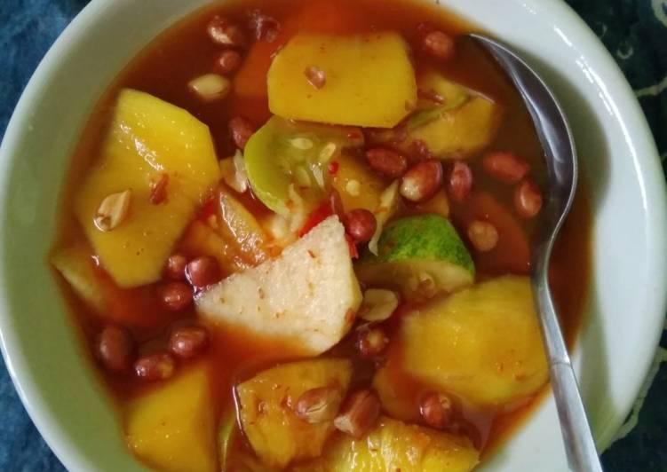 Asinan buah Bogor