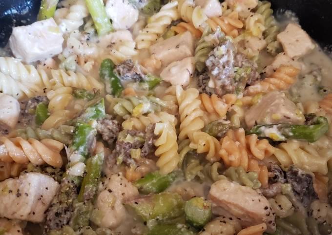 Mushroom and Asparagus Chicken Pasta