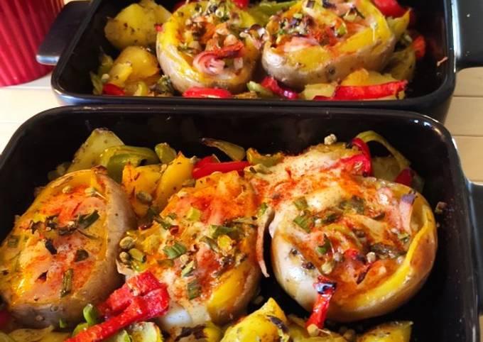 Πατάτες βαρκούλες γεμιστές στον φούρνο με αβγό