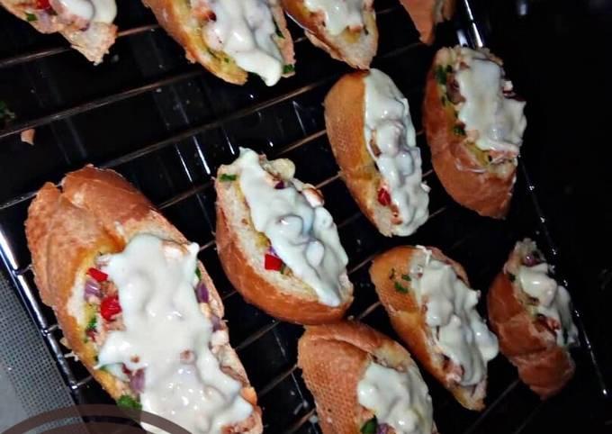 Pizza style mini chicken baguette