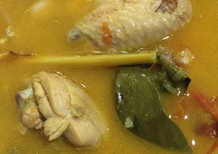 Opor Ayam Bumbu Kuning Tanpa Santan