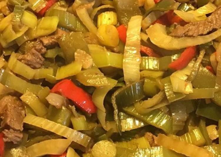 Recette Appétissante Wok de bœuf au fenouil poivrons rouges et verts poireaux 4 épices et sauce soja