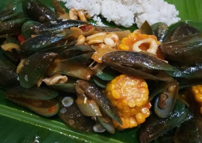 Kerang hijau + cumi saus padang ala seafood kiloan - projectfootsteps.org