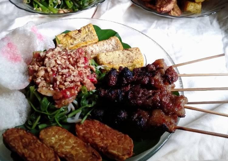Sate Rembige dengan Plecing Kangkung