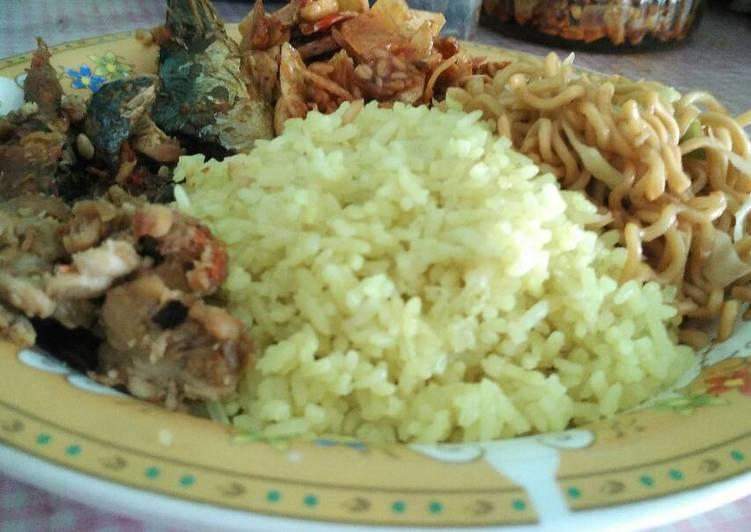 Nasi Kuning khas Maluku
