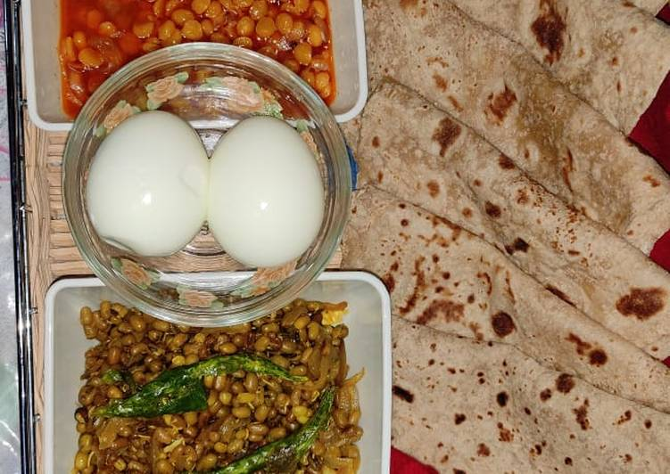 Recipe of Speedy Healthy split chickpeas Chana dal and sprout moth beans matki