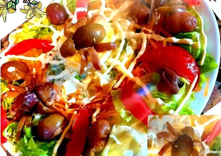 Une Salade composée en forme de toile d'araignée