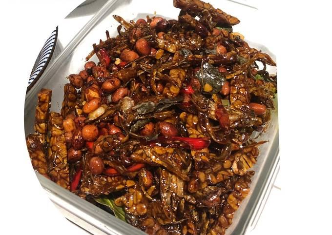 sambal goreng kering tempe,kacang n teri - resepenakbgt.com