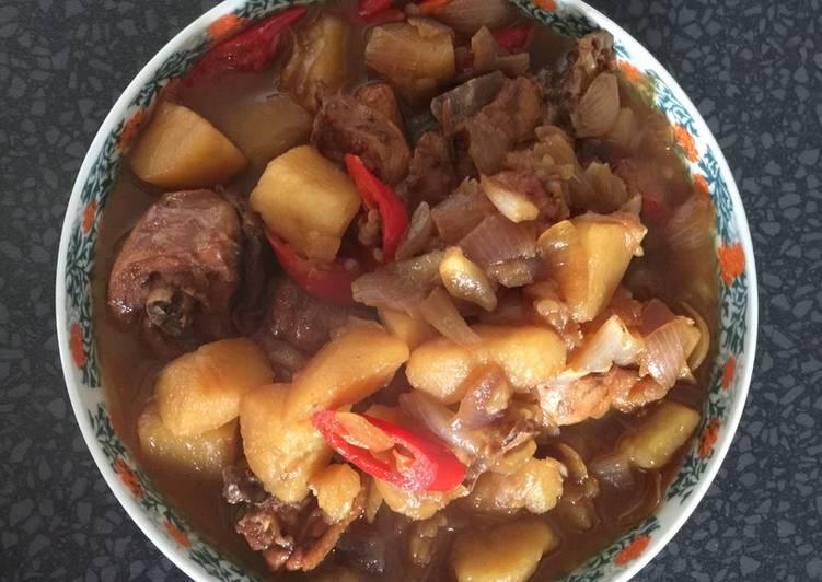 Potato stew chicken