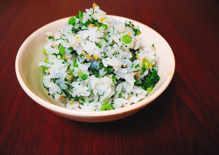Rice dish with kale and sesame seeds