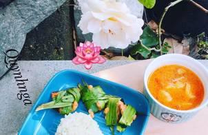 Thai food: cơm lá dứa- gà nướng lá dứa-canh tomyum