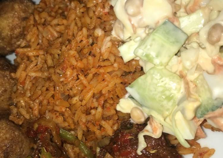 How to Cook Yummy Jollof rice with salad and peppered chicken
