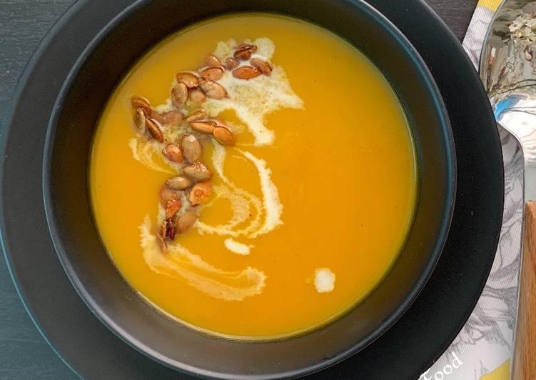 Les Meilleures Recettes de Soupe de potiron, safran et orange avec des graines de courge caramélisées  @4PassionFood