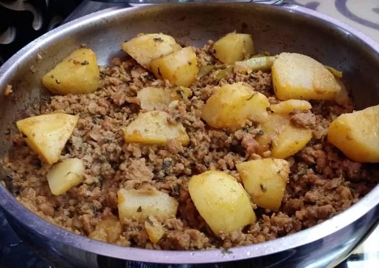 Recipe of Homemade Hyderabadi Dum Ka Aaloo Methi Keema