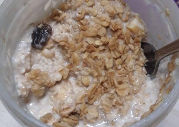 Overnight oatmeal (menu sahur kenyang bergizi rendah kalori)