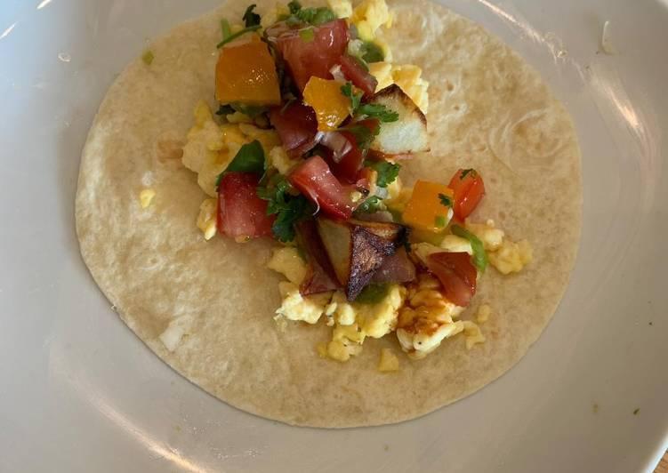 Vegetarian breakfast tacos with pico de gallo