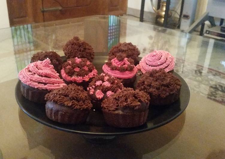 Simple Way to Prepare Super Quick Homemade Chocolate cupcakes with Icing