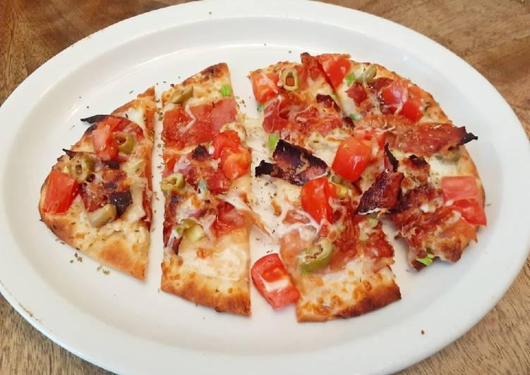 Prosciutto Naan Pizza