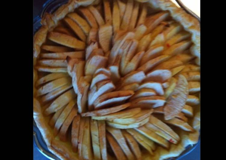 Recette Délicieux Tarte aux pommes sur lit de sucre de coco et framboises