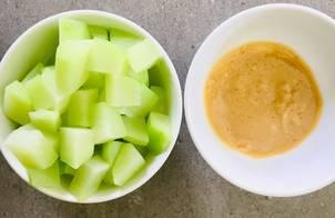 Nấu ăn cùng con: Cách cắt su su và su su luộc chấm chao