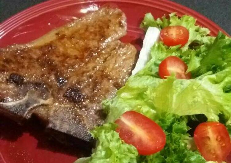 Recipe: Yummy T-Bone Steak with Lettuce and Baby Tomato Salad