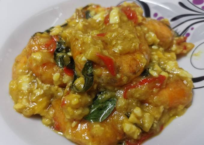 Butter Prawn with Salted Egg
