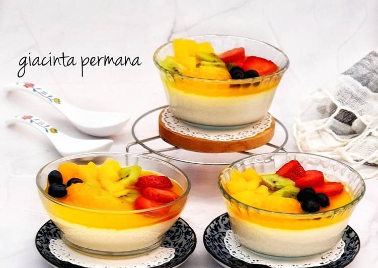 Puding susu topping buah
