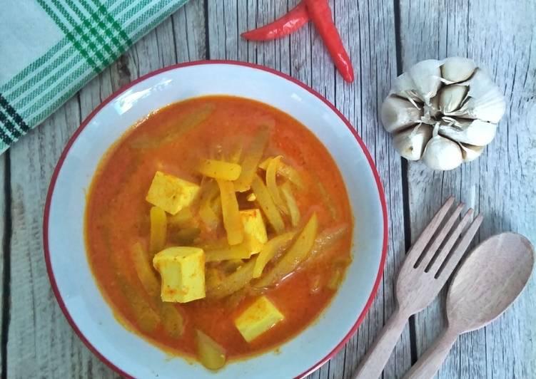 Sayur Lodeh Merah dengan Tahu dan Labu Siam