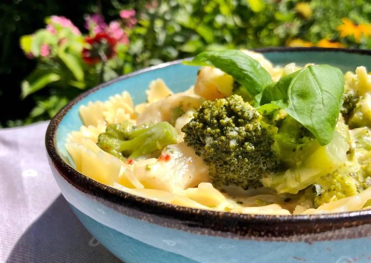 Broccoli-Blumenkohl-Farfalle mit Käsesoße