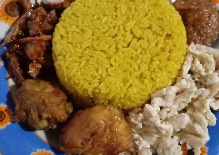 """""""nasi kuning gurih""""🙏🙏👍👍👍👍🏼😍😍😍💯💯😘😘"""