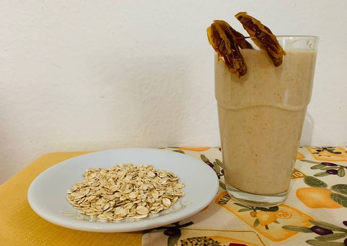 Oats Milkshake with Dates