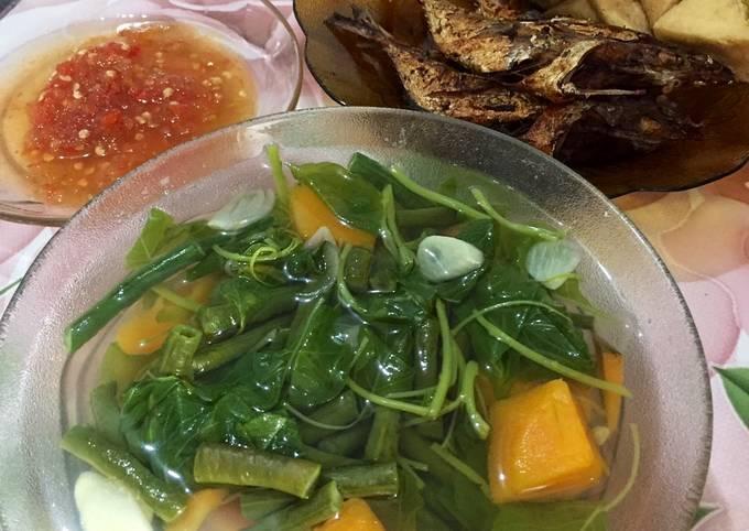 sayur bening (makan siang) - resepenakbgt.com