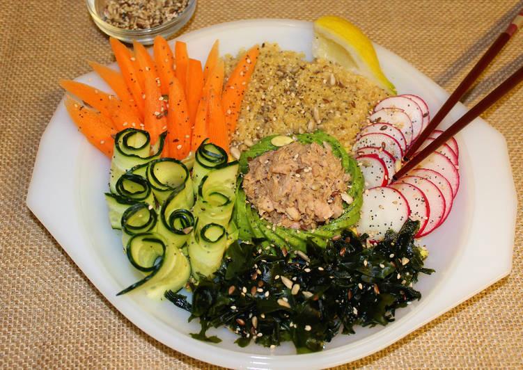 Poke hawaiano de quinoa con atún y teriyaki