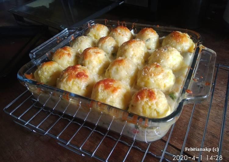 Cheesy Chicken Brokoli Mash Pie