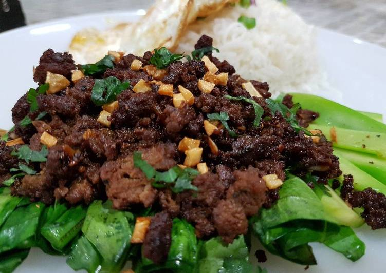 Thai Stir Fry Garlic and Pepper Beef (Kratiem Prik Thai)