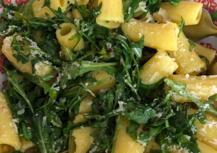 Recipe: Appetizing Penne with rocket, garlic and lemon