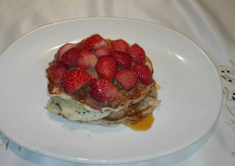 Simple Way to Make Any-night-of-the-week Glorious Fluffy Banana and strawberry pancakes