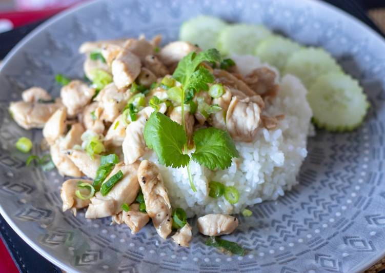 Easiest Recipe: Delicious Stir fried Thai chicken pepper garlic with sushi rice. ไก่ผัดกระเทียมพริกไทย