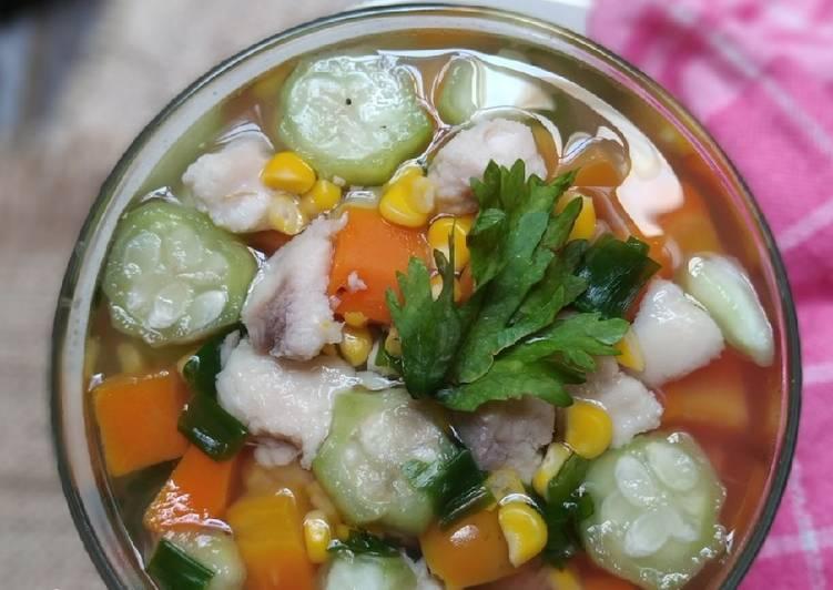 Bagaimana Menyiapkan Sup Oyong Ikan Dori Anti Gagal