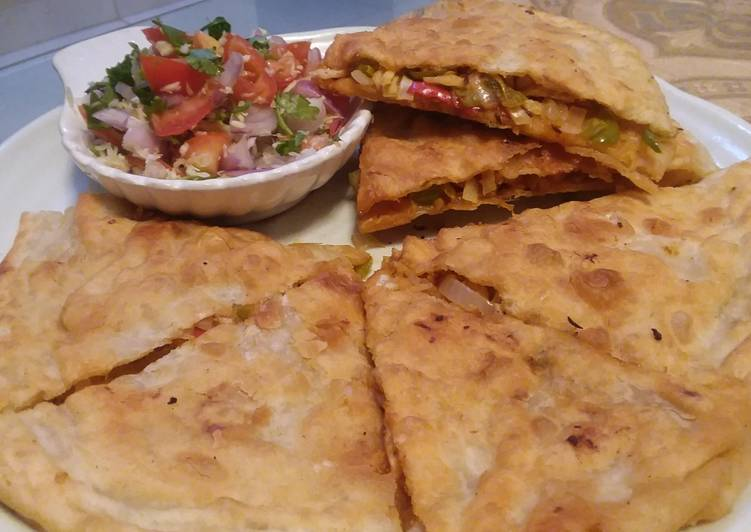 Recipe: Tasty Chicken cheese paratha with (salsa) 🍕🧀🍅