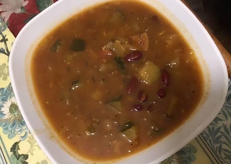 Soupe de légumes aux haricots rouges
