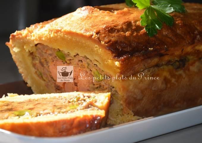 Pâté de canard en croûte avec un cœur de foie gras