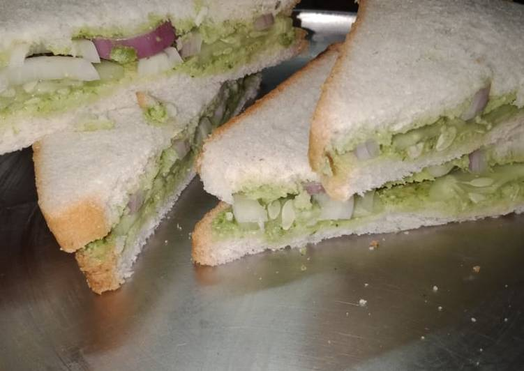 Cucumber and onion sandwich