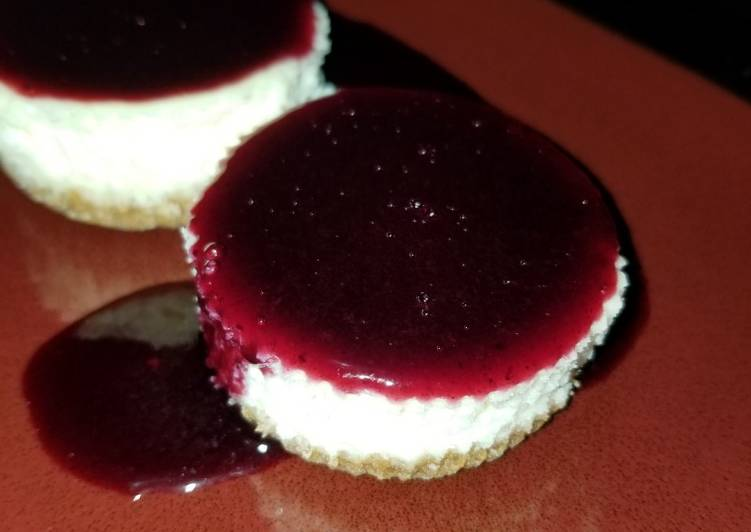 25 Minute Steps to Prepare Winter Mini Cheesecake with Blueberry Sauce