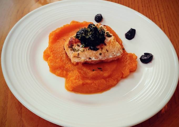 Sauteed salmon filet on sweet potato puree with bluberry compote