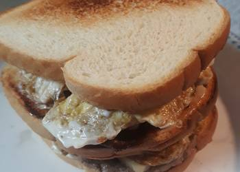 How to Prepare Tasty Peppered Beef Eggs and Cheese Sandwich