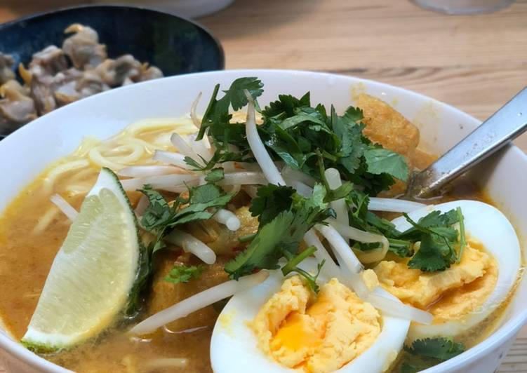 Laksa (Malaysian Curry Noodles)