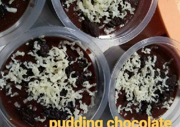 Pudding chocolate with cheese oreo