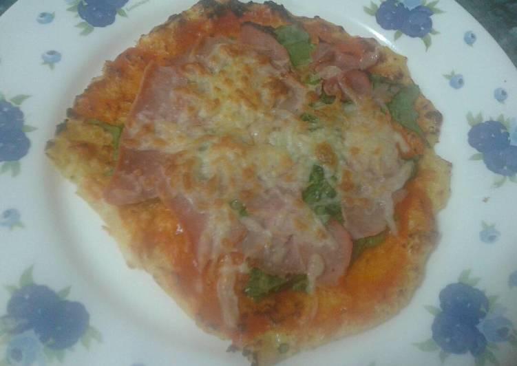 Pizza sin hidratos con base de coliflor